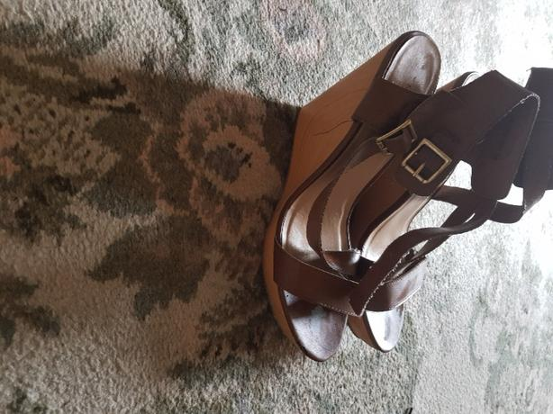 next wedge size 8 brown tan