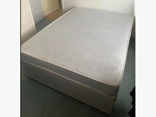 Kng Size Divan Bed Base & Mattress with Drawers Can Deliver for £5