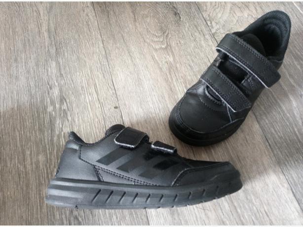 Adidas Black trainers 10K / Like New!