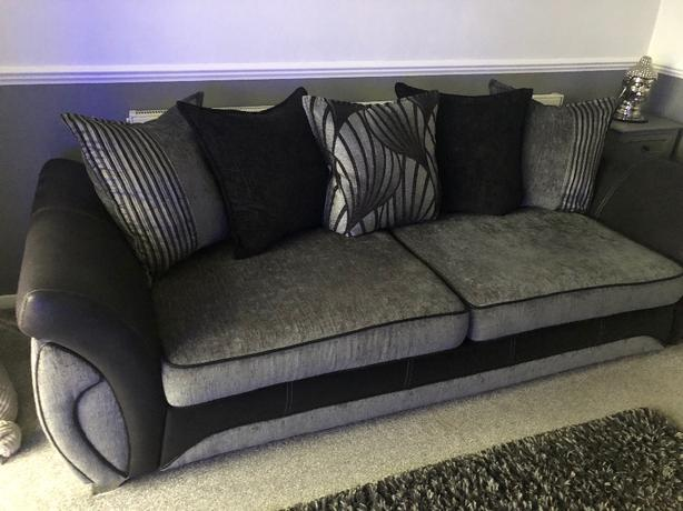 DFS 4 seater sifa with chair
