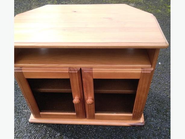 Pine  tv unit   fixed price    can be delivered