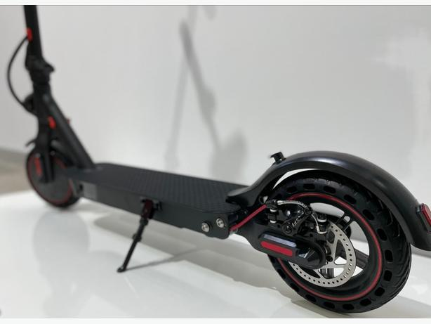 ELECTRIC SCOOTER, BRAND NEW BOXED, HIGH STANDARD QUALITY AND DURABILITY