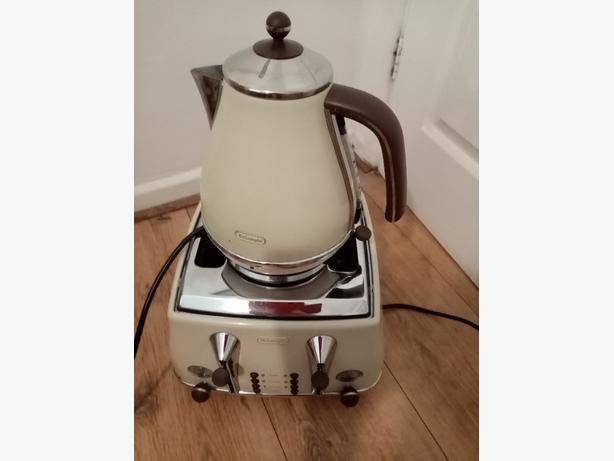 Delonghi 4 slice toaster and delonghi kettle