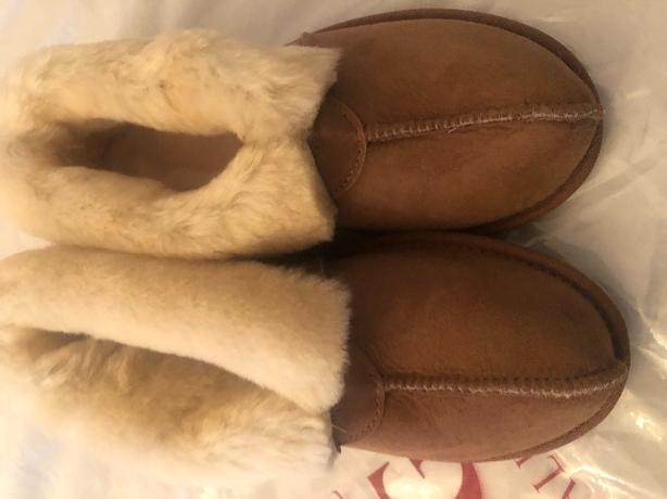 uggs slippers new size 8