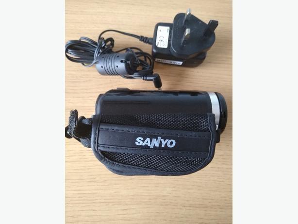 Sanyo Dual Camera Xacti 720 HD VPC-TH1 Camcorder