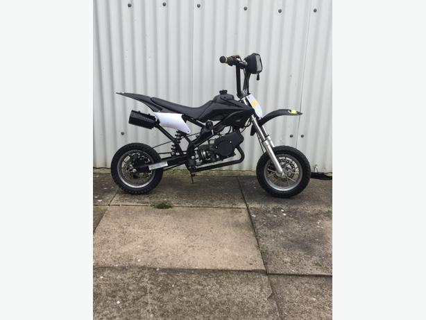 mini moto dirtbike starts and rides