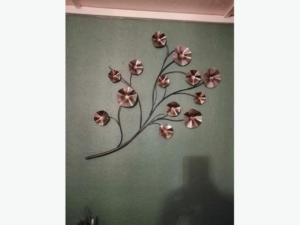 metal flower wall art - delivery - £10 -