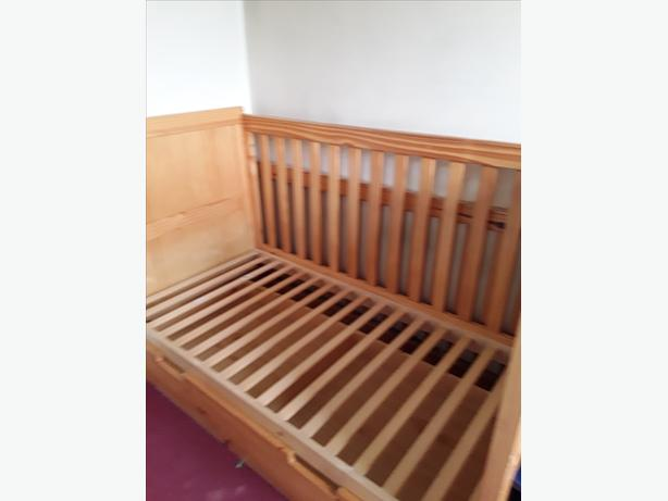 Bruin cot bed with mattress