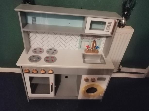 childs kitchen - unisex - delivery - £20 -