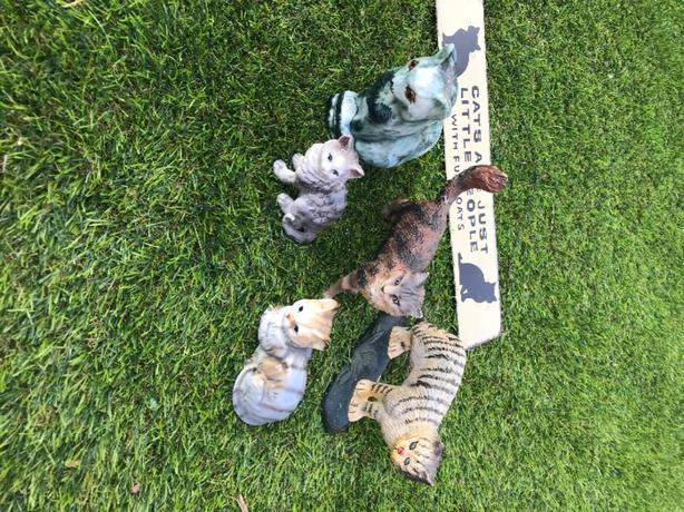 cat ornaments and plaque for sale