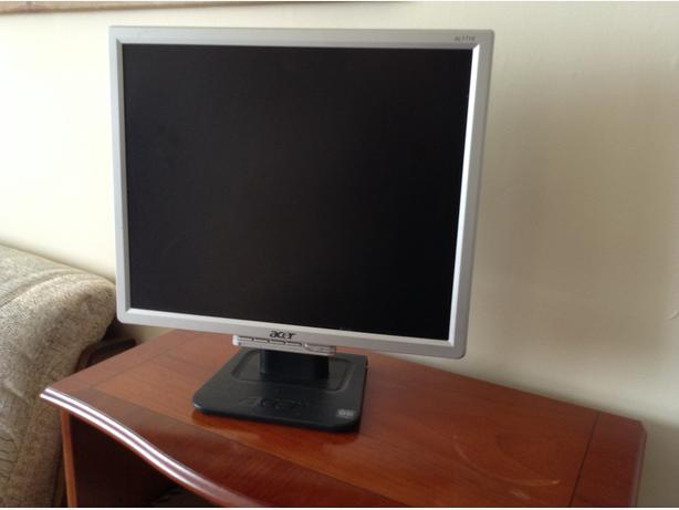 Acer Monitor 17 inch. Excellent Condition.