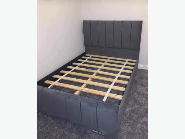 Grey double panel bed