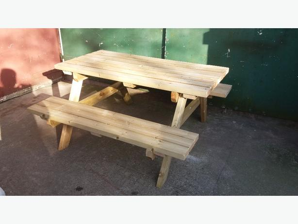 5ft PICNIC/PUB TABLE IN NEW CONDITION