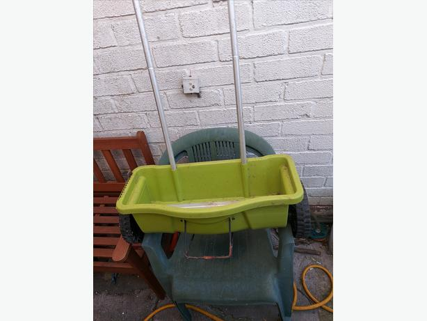 Garden Seed Spreader Trolley