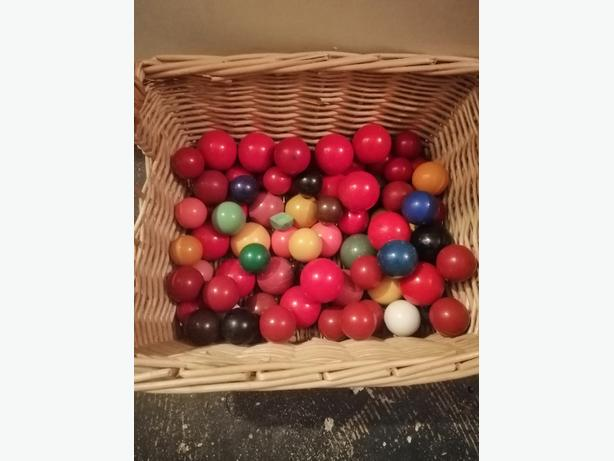 various snooker / pool balls - £10 - apx 50 -