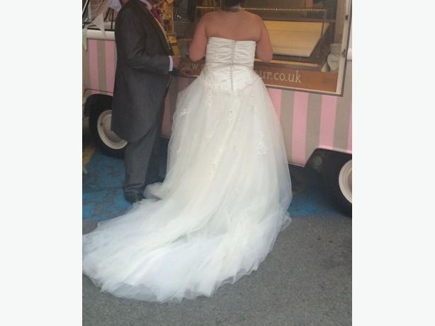monet wedding dress size 14/16