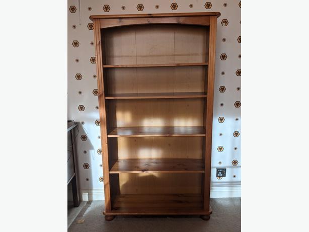 Wooden pine bookcase