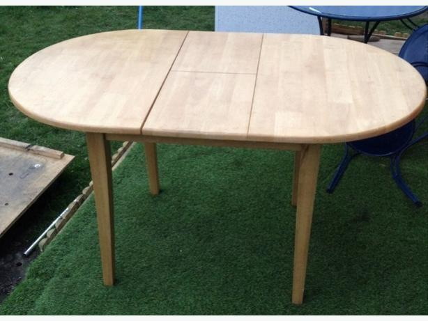 Extendabe dinig table ( no chairs)
