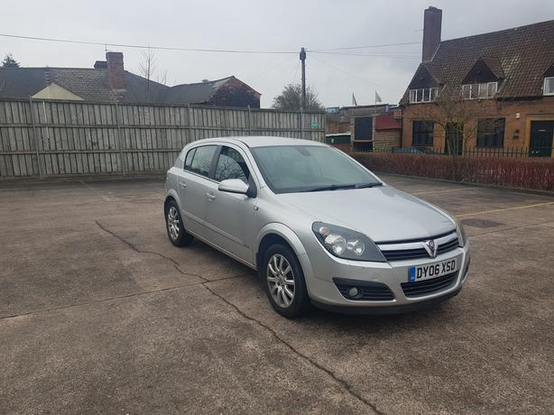 Automatic Astra 1.8 5dr, 2006 model, low mileage, drives great