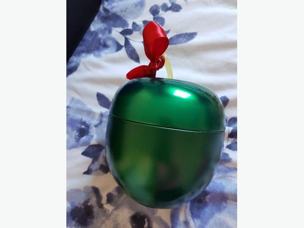 Bodyshop apple tin