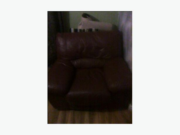 2 single brown leather settees