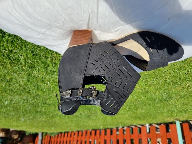 black summer sandals size 40