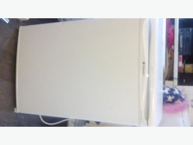 NEED GONE hotpoint fridge