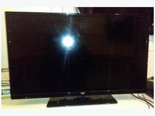 black BUSH 32 inch TV
