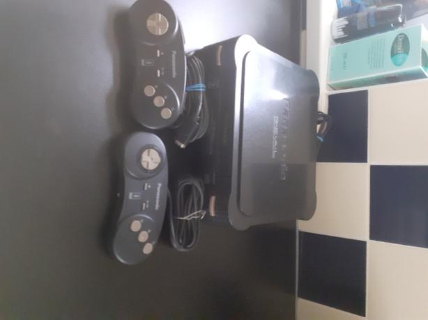 retro Panasonic 3do with 19 games 2 controllers