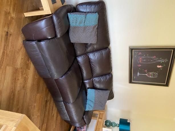 lazyboy electric brown leather suite