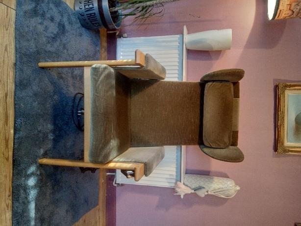 Parker Knoll electric riser chair