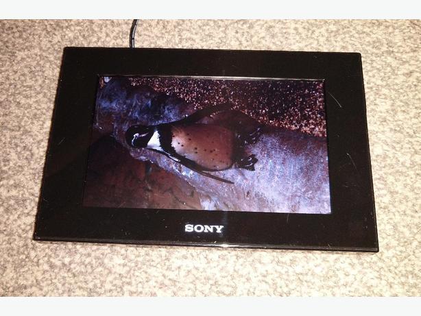 "sony digital photo frame dpf-d70 7"""