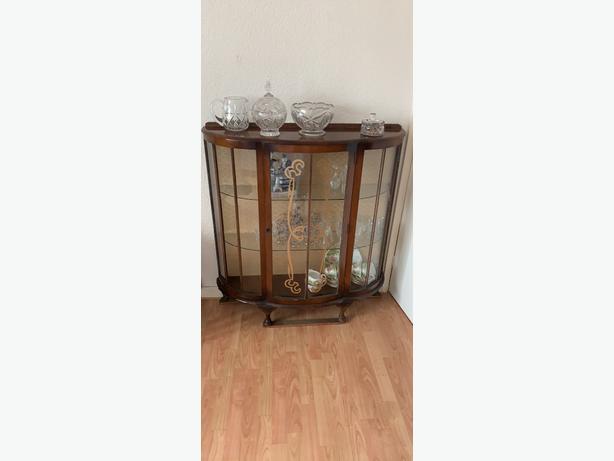 glass and wood display xabinet