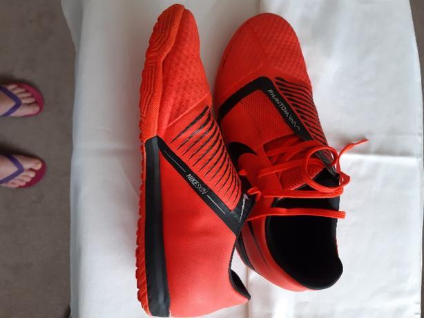 Nike Phantom Astroturf trainers