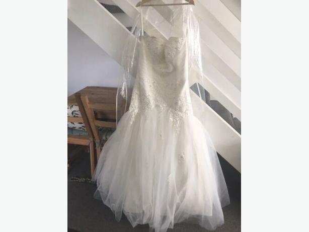 Wedding Dress Ivory size 20 Trumpet/Mermaid strapless