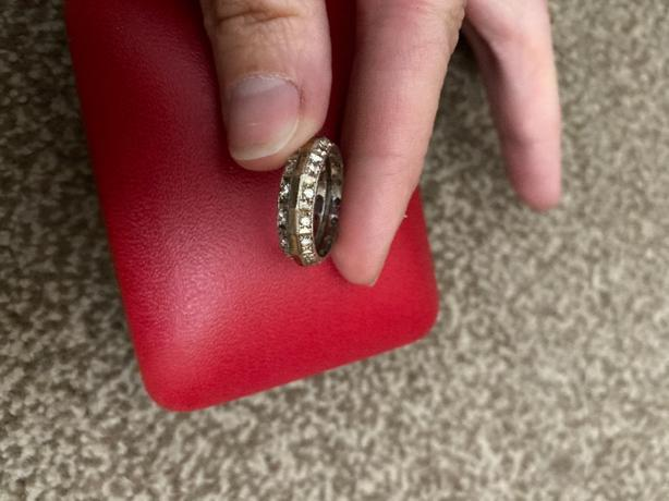 very old 9ct white/gold ring