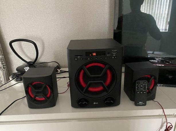 LG boom box with remote control