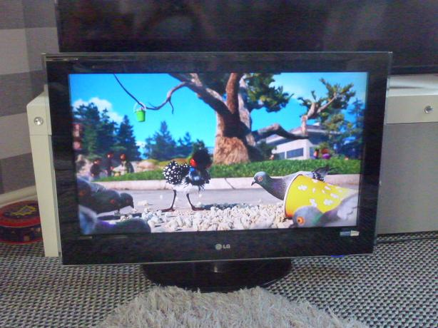 LG 32 INCH LCD 100Hz 1080P FREEVIEW TV.