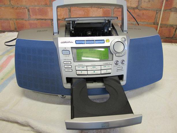 Aiwa CSD-EL33 portable radiocassette,cd player