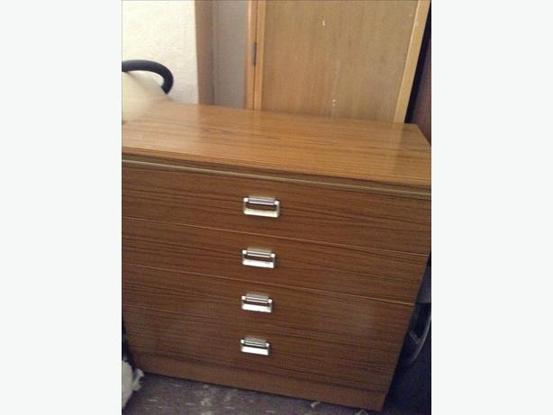 Large 4-drawer chest of drawers