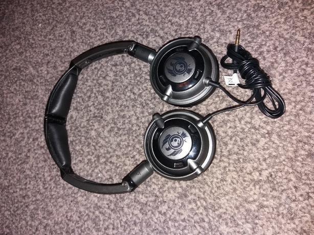 skullcandy headphones BLACK