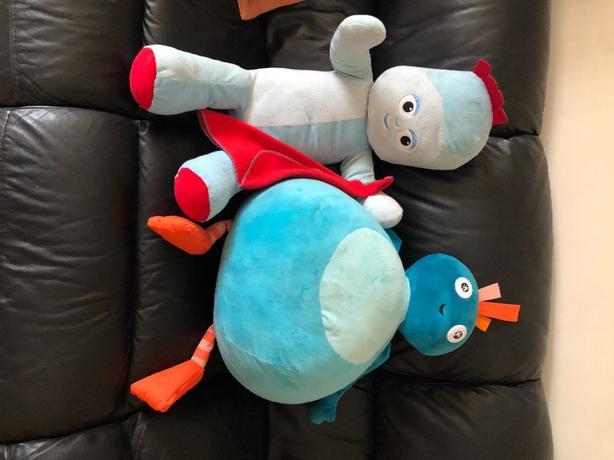 2 lge soft toys