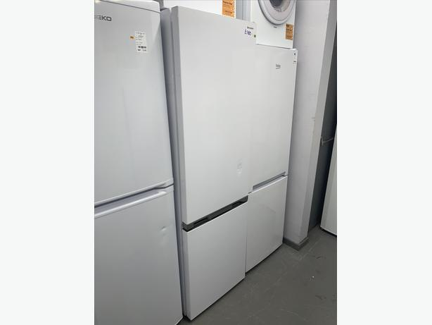 PLANET APPLIANCE - WHITE SHARP FRIDGE FREEZER IN WHITE SUPER CLEAN AND TIDY