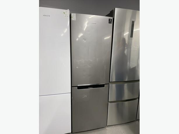 PLANET 🌍 APPLIANCE - HOTPOINT SILVER FRIDGE FREEZER WITH GUARANTEE