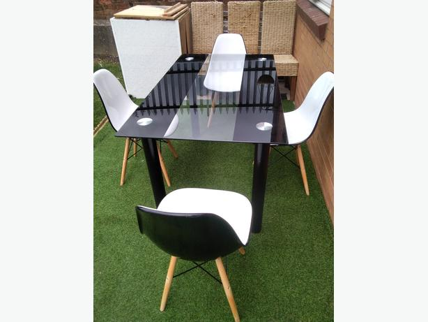 Nice modern dining table & chair set  free  delivery ( 15miles)