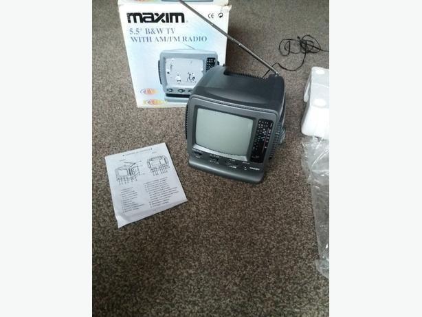 """Maxim Portable 5.5"""" B/W TV with AM,FM Radio Model: MX11-06 TV channels UHF 21-69"""