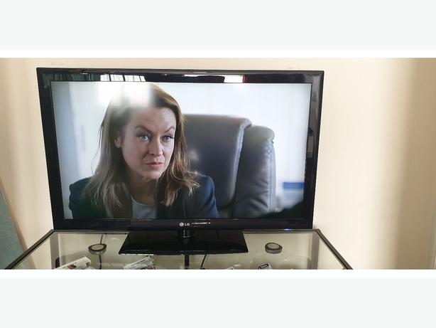 lg 42 inch hd tv+freeview+remote+DELIVERY