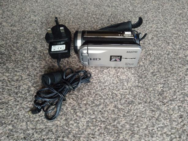 Sanyo Dual Camera Xacti 720p HD VPC-TH1 Camcorder