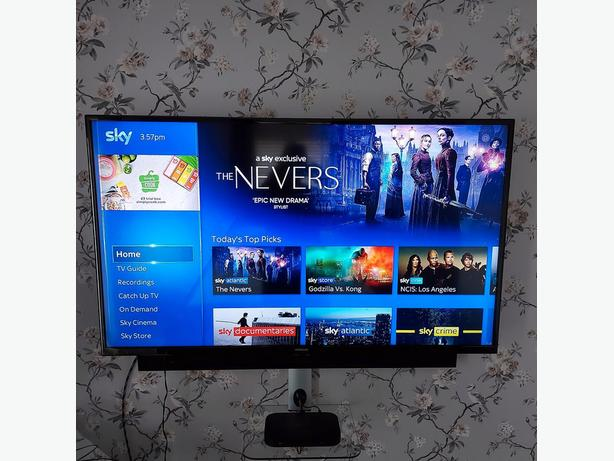 55 INCH SMART HITACHI FULL HD LED TV+BUILT IN APPS+WIFI+REMOTE+DELIVERY