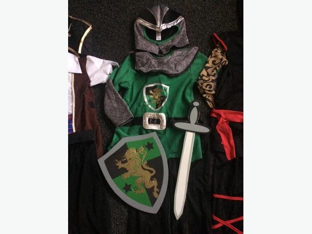 Boys Knight costume aged 5-6.